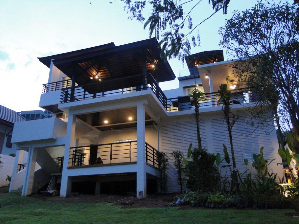 Crystal villas phuket maison de la tha lande immobilier for Grande villa luxe moderne